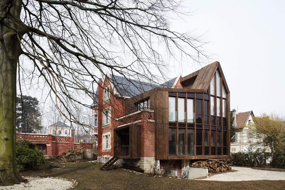 Réhabilitation et extension d'une maison privée en 3 logements collectifs privée
