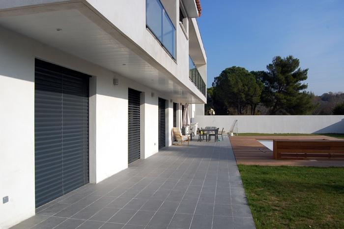 Maison contemporaine juvignac juvignac 34 une for Garage juvignac