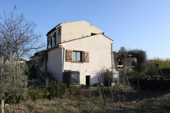 Réhabilitation écologique d'une maison pavillonnaire : vue exterieure avant interventions