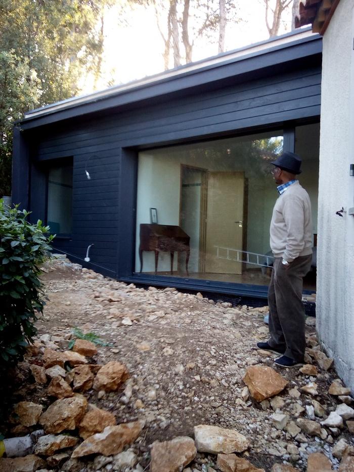 Extension contemporaine d 39 une maison dans l 39 h rault for Extension maison herault